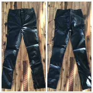 UO skinny leather like pants 24 NWOT💯🔥